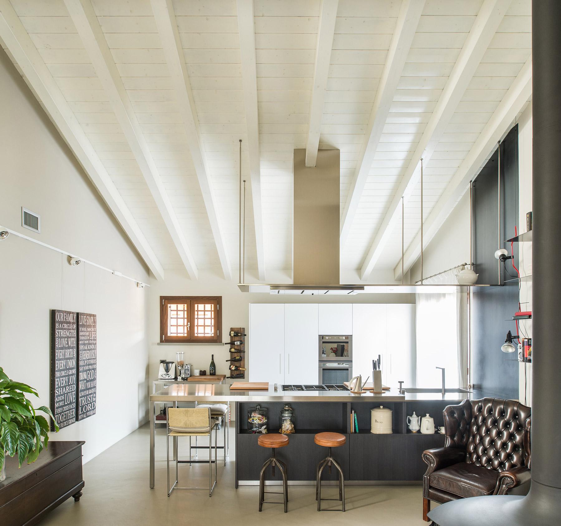 Tra design e arredi stile vintage al portico arredamenti for Cf arredamenti monterosi